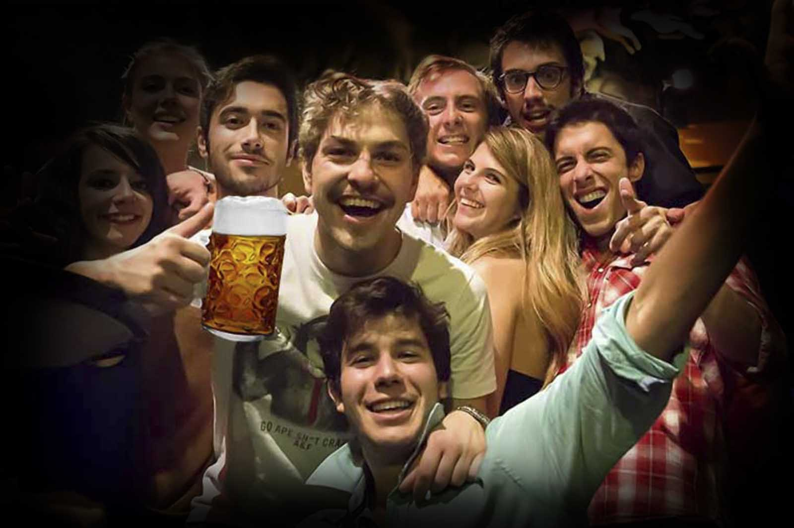 A lot of friend, a lot of drink Budapest Stag Do